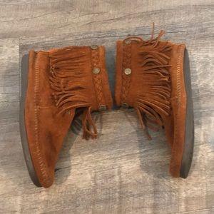 Minnetonka suede boots size 5.5